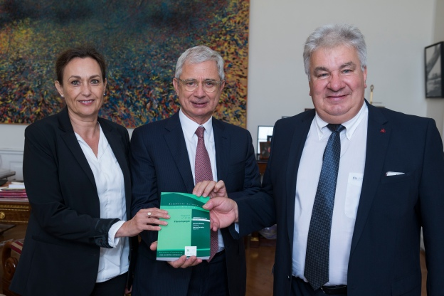 "19/10/2016: Remise rapport ""Fibromyalgie""-  Sylviane Bulteau, Patrice Carvalho"